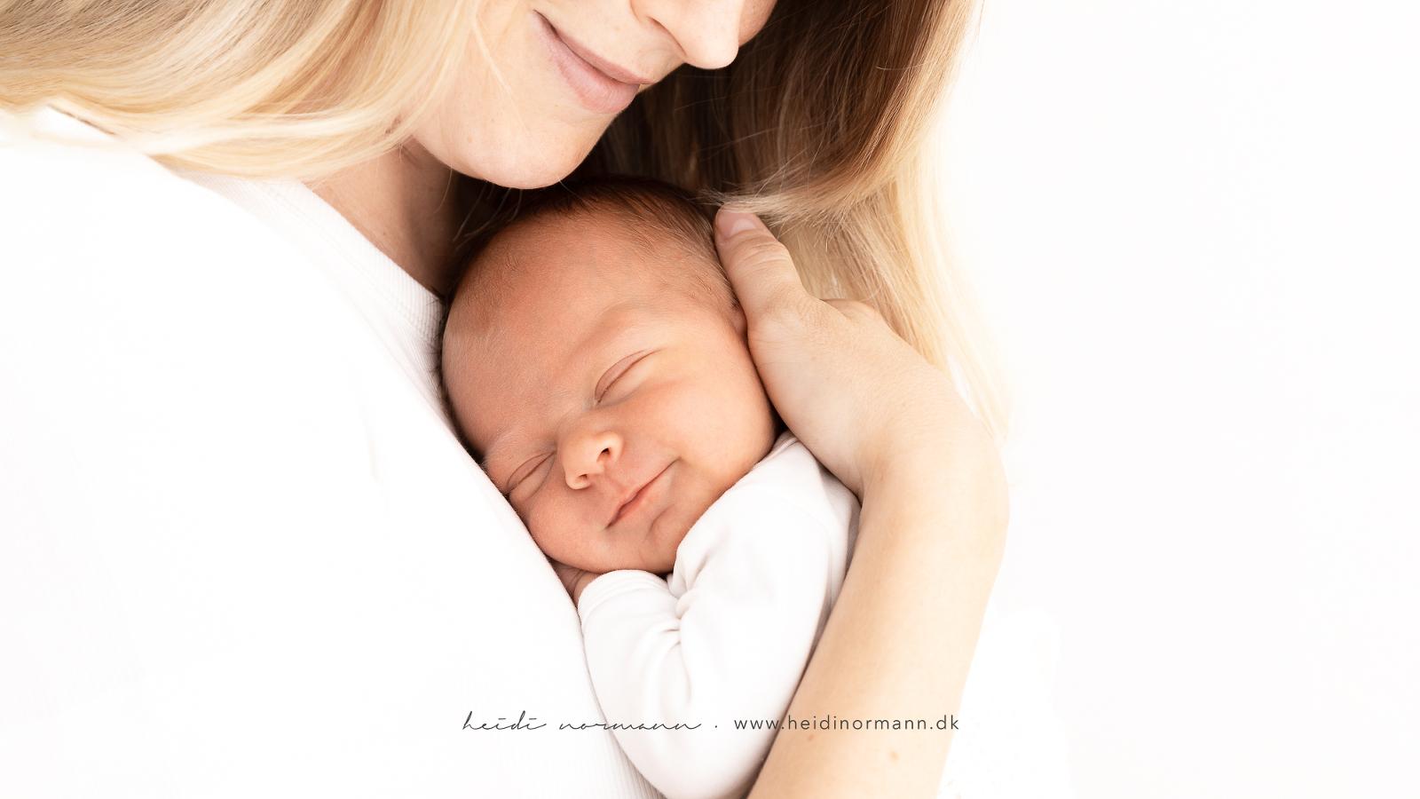 nyfødt med mor